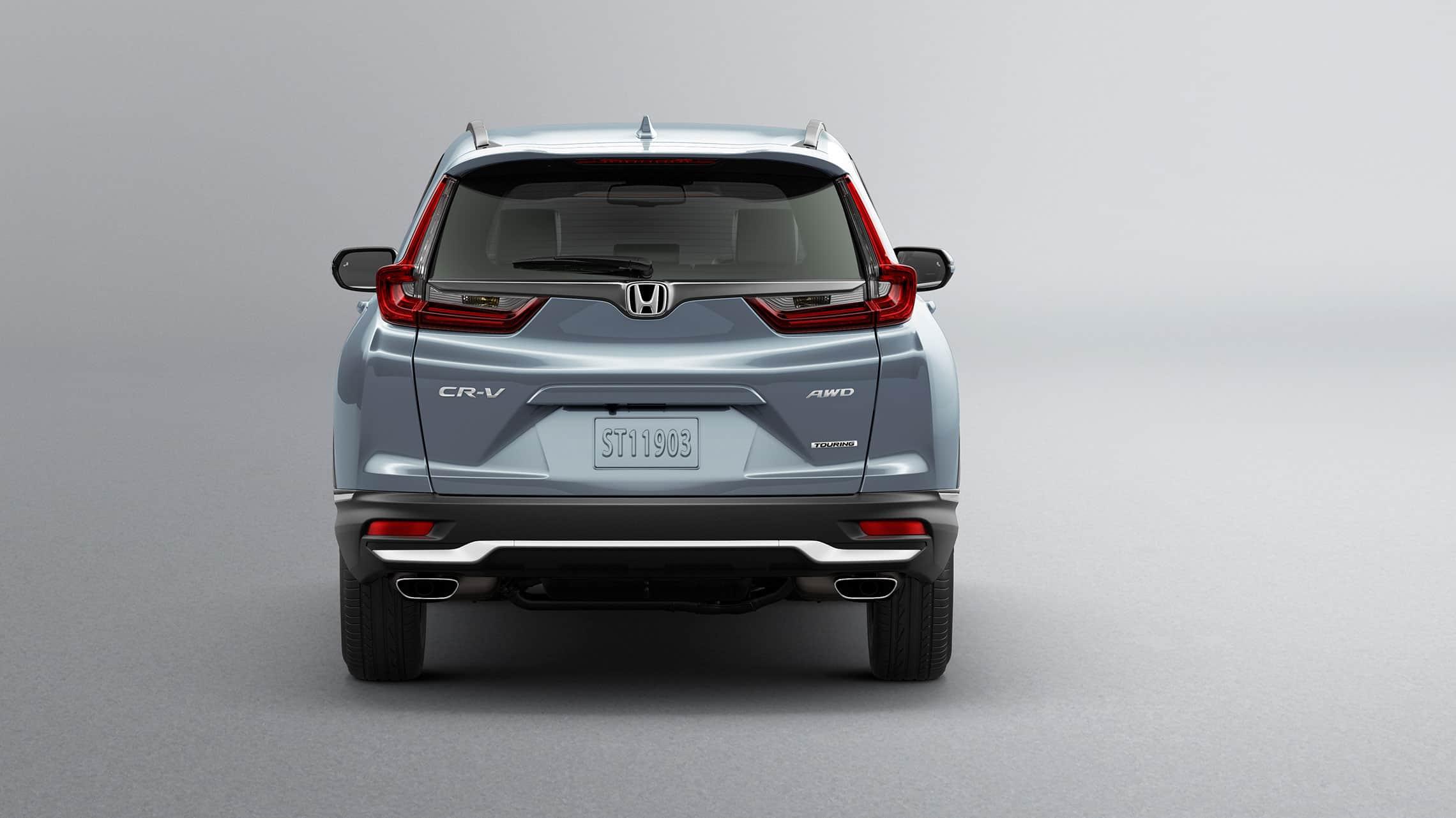 Vista trasera de la Honda CR-V Touring2020 en Sonic Gray Pearl con terminaciones de escape cromadas dobles.