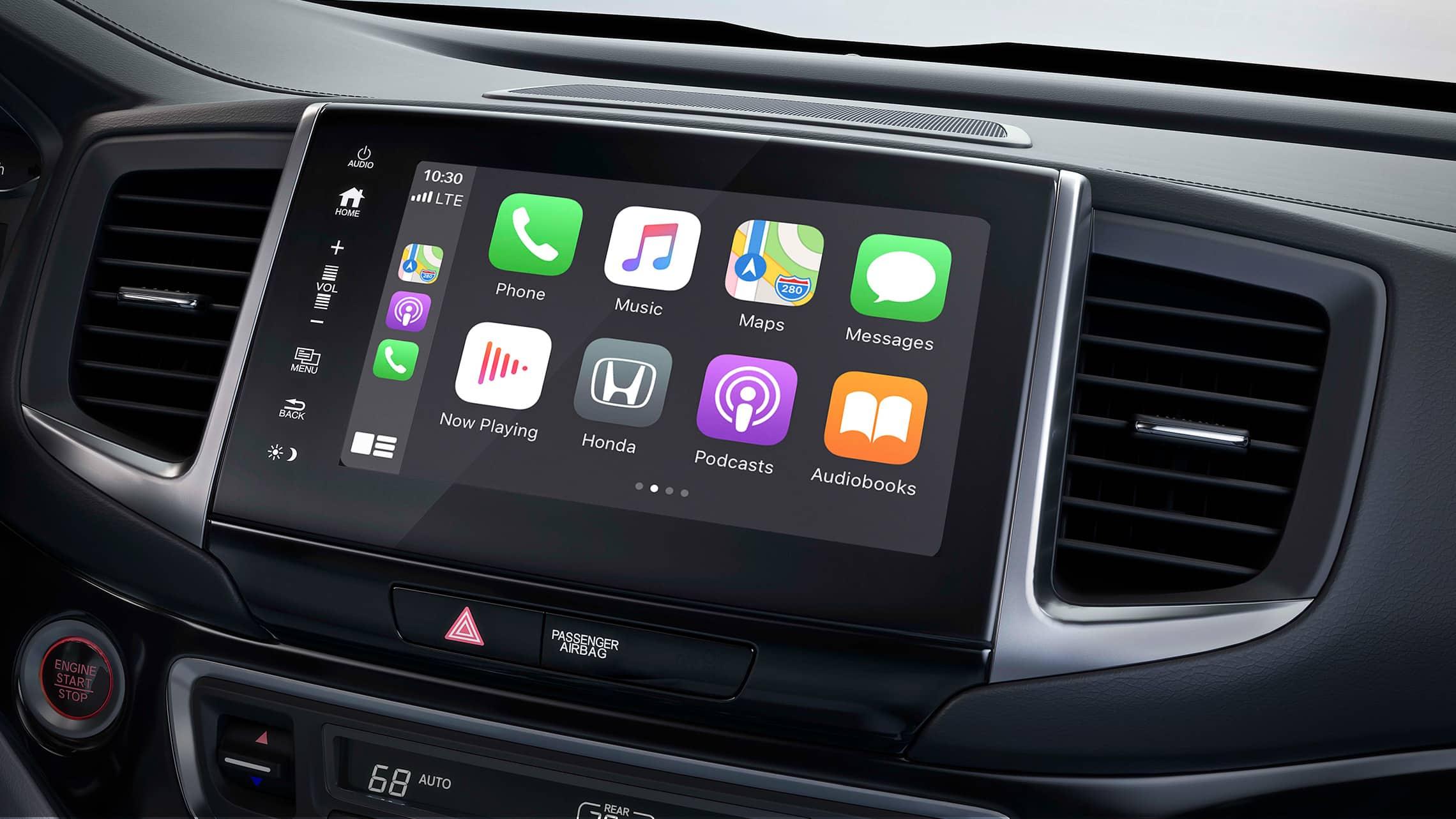 Se muestra la integración con AppleCarPlay® en el sistema de audio en pantalla táctil de la Honda Ridgeline2020.
