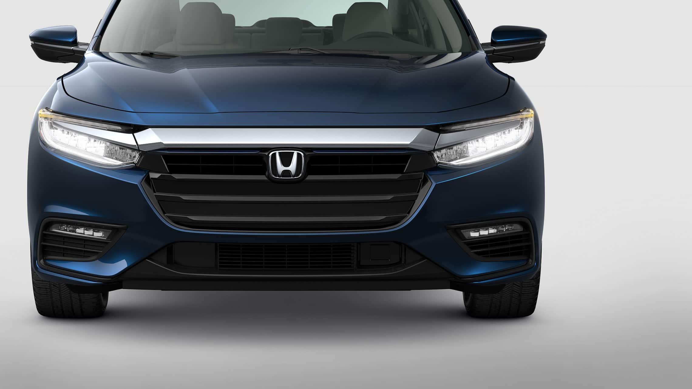 Vista frontal del Honda Insight2021 en Cosmic Blue Metallic.