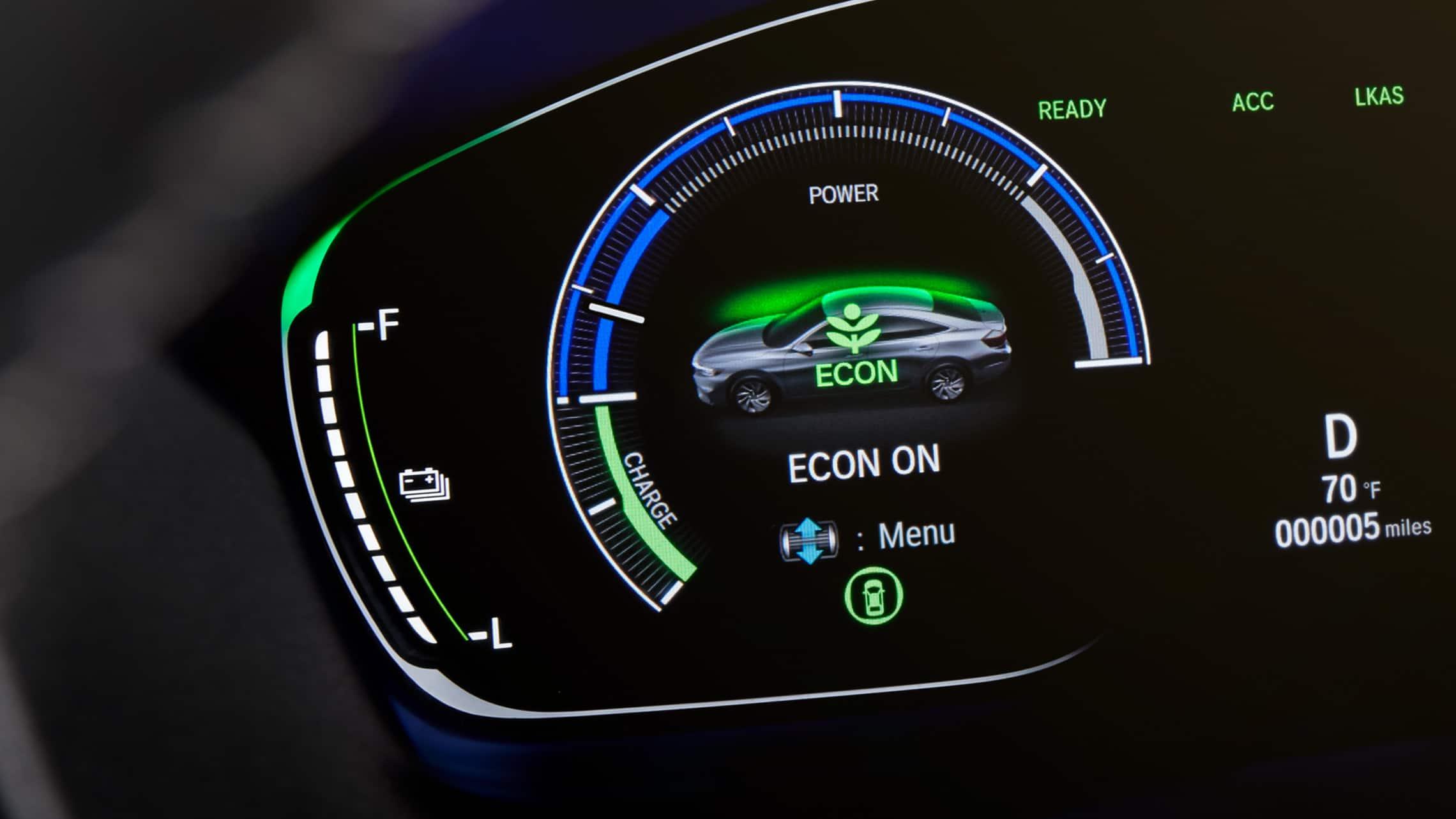 Detalle del manómetro en el Honda Insight Touring2021.