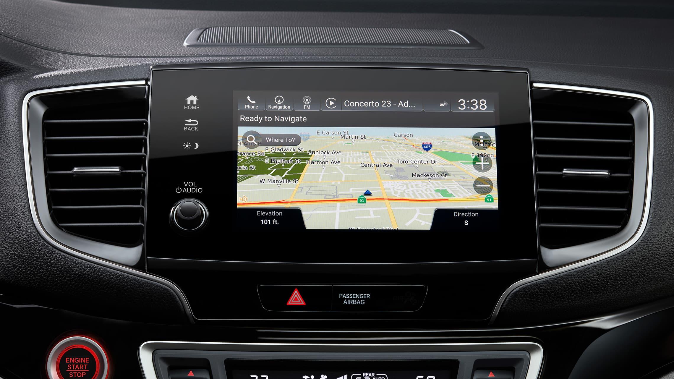 Detalle de la pantalla de inicio de Honda Satellite-Linked Navigation System™ en la pantalla táctil del sistema de audio de la Honda Pilot Elite2020.